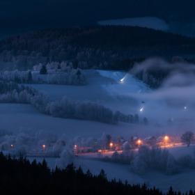 Noční sněžení na Kašperkách.