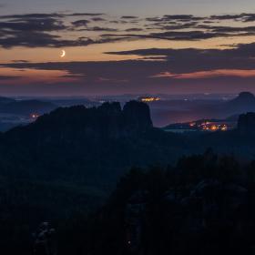 Noc na skalách