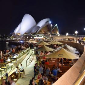(předvá)noční party v Sydney