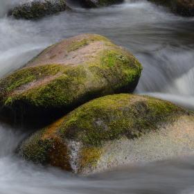 Kámen na kameni