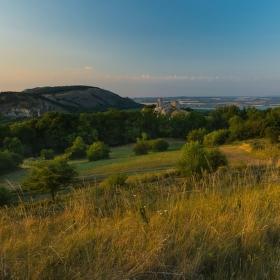 Pavlovské vrchy a hrad Sirotčí