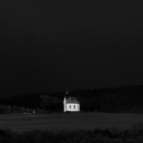 Nebe se zatáhlo černým suknem .......