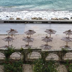 Jeden deštník chybí