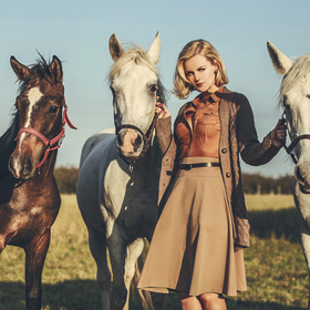 Holka od koní.