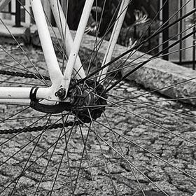 Bílý bicykl