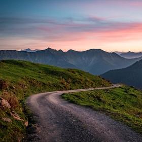 Cesta při západu slunce