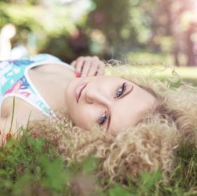 Leháro v trávě
