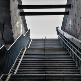 Vstupní schody na Mariánský most