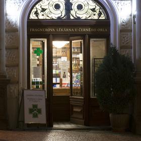 Před lékárnou