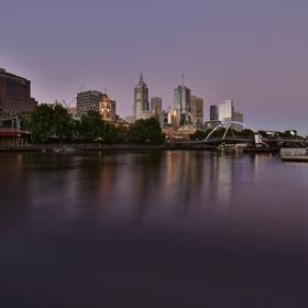Melbourne od řeky Yarra