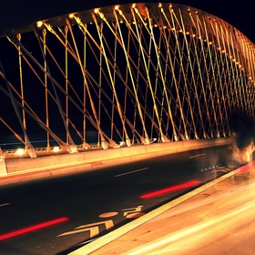 Trojský most v pohybu