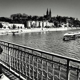 přes i po Vltavě