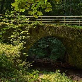 Most přes vyschlý potok