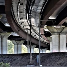 Pod dálnicí