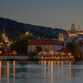 Večer pražský...
