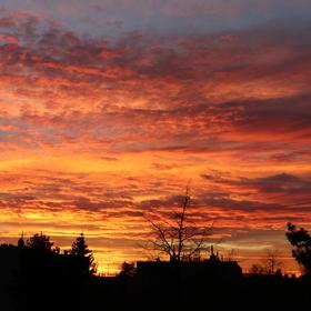 Západ slunce nad sídlištěm