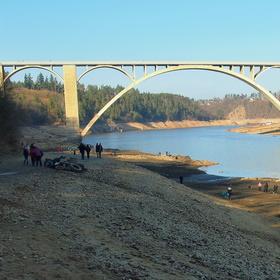 Podolský most bez vody. -13 metrů...