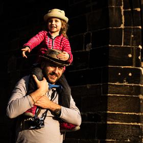 S úsměvem na Karlově mostě