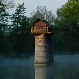 chatka na pilíři