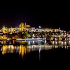 Večerní Praha a Karlův most