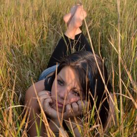 Smutný relax v trávě