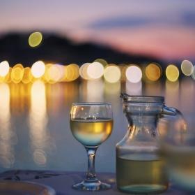 Západ slunce s vínem
