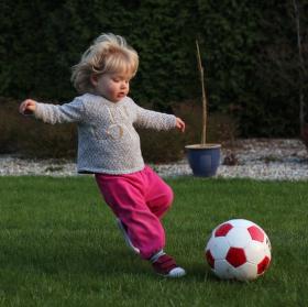 potom že holky nehrají fotbal