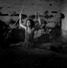 dívka na provaze