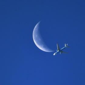 Boeing  737  na  Měsíci...