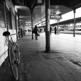 Kolem nebo vlakem?