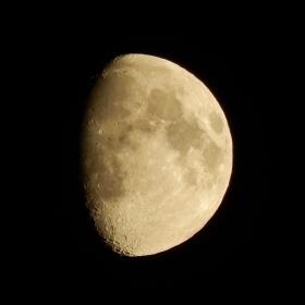 Mesiac v tieni