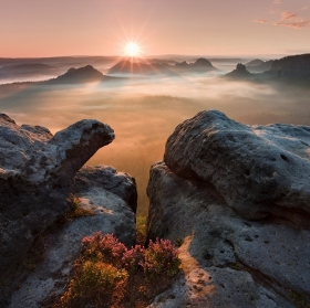 Východ slunce na skalách