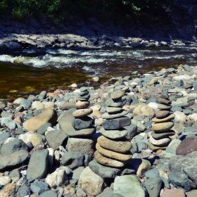 Tři věže z kamení