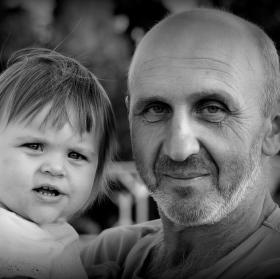 Děda s vnučkou  ...