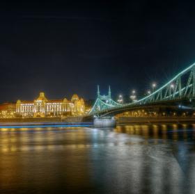 Noční Budapest