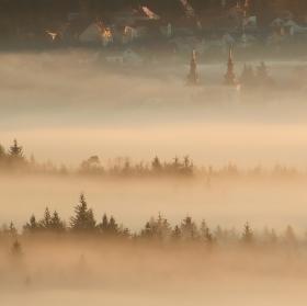 ráno nad mlžnou dekou