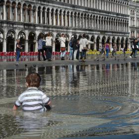 ...jedna další strýýýýýtka z Benátek...ustupující aqua alta