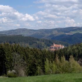 Jaro na Vysočině,hrad Pernštejn