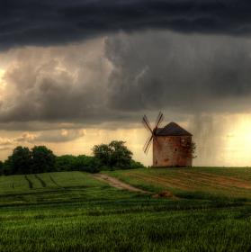 Mlýn v bouřce