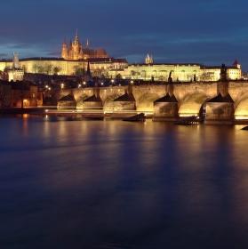 Od Vltavy k hradu...