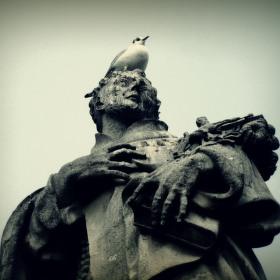 Svatý na Karlově mostě