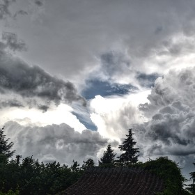 Dnešní bouřka nad Voznicí.