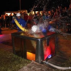 Noční soutěž v požárním útoku