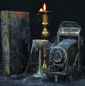 Zátiší s knihou