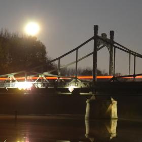 Štěpánský most za úplňku