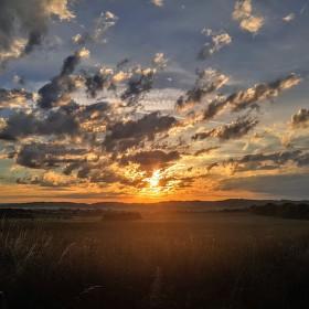 Letní východ slunce