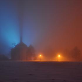 naše chlumčanská kaplička v mlze II.