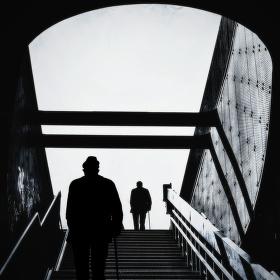 Dva muži na mostě