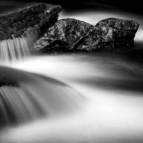 Kámen a voda
