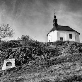 Kostelík svaté Anny na Hůře ve Vyskři.